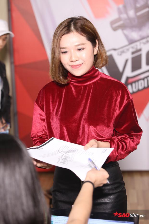 Thí sinh nữ gây chú ý tại vòng tuyển sinh sáng nay với ngoại hình hao hao Suni Hạ Linh.