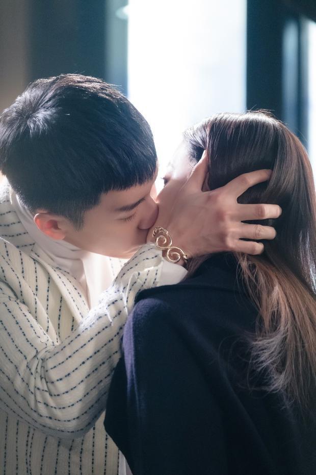 Chỉ có trí tưởng tượng của các biên kịch xứ Hàn mới tạo ra mối tình éo le mà hài hước giữa Tôn Ngộ Không với Đường Tam Tang.
