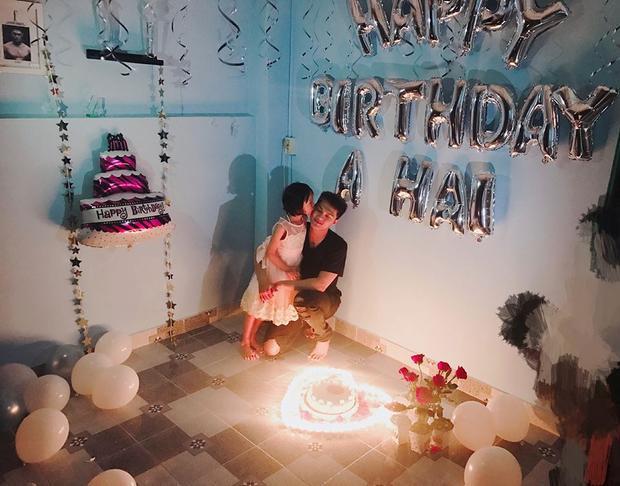 Lâm Vinh Hải có bữa tiệc sinh nhật ấm cúng tại nhà cùng con gái Kỳ Kỳ…