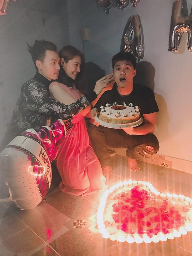 …và Linh Chi cùng những người bạn thân thiết.