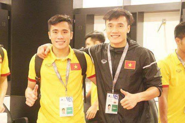 Hai anh em sinh ra và lớn lên trong một gia đình thuần nông ở Thanh Hóa cùng với đam mê bóng đá mạnh mẽ.
