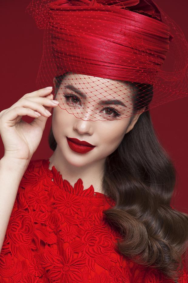 Phong cách thời thượng, thanh lịch nhưng không kém phần sang trọng được Hoa hậu Hoàn vũ Việt Nam 2015 thể hiện một cách trọn vẹn.
