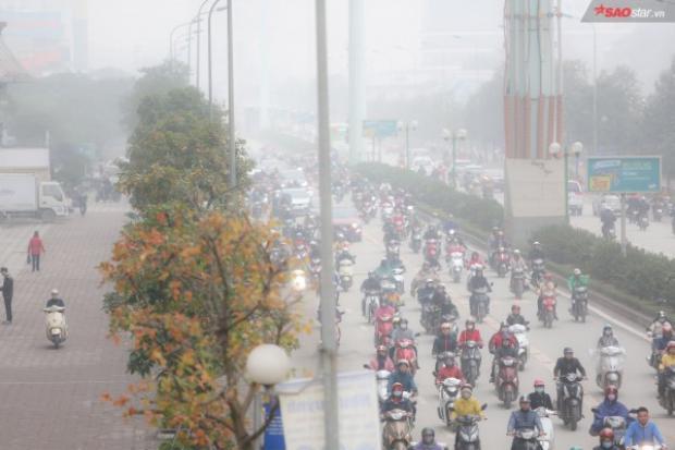 Cảnh tượng mù sương trên đường phố Hà Nội.