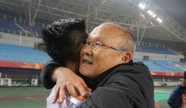 Huỳnh Đưc khen ông Park là người nhiệt huyết. Ảnh: AFC