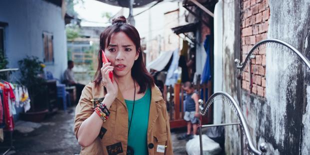 """Đó là cô """"7 Cute"""" lái taxi (Thu Trang) đầu ngỏ với vẻ ngoài cứng cỏi che đi sự yếu đuối, luôn khát khao tình yêu, đi tìm một nửa của đời mình."""