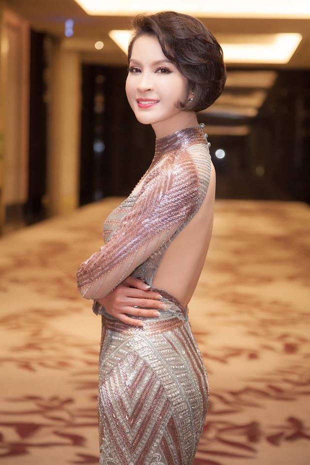 Ở tuổi 45, Thanh Mai vẫn giữ được vẻ trẻ trung đáng kinh ngạc mà không phải ai cũng làm được.