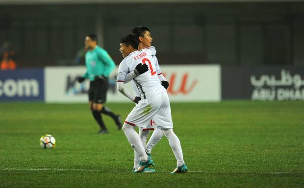 Phạm Xuân Mạnh và Phan Văn Đức - hai cầu thủ xứ Nghệ khoác áo U23 Việt Nam.