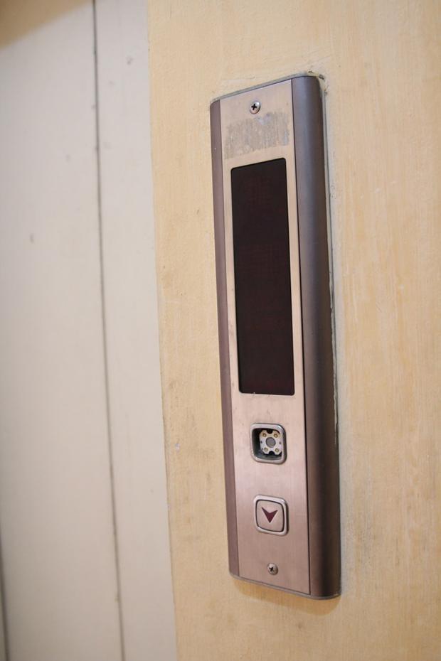 Hiện có tổng số 5 trong 6 thang máy đã bị hỏng.