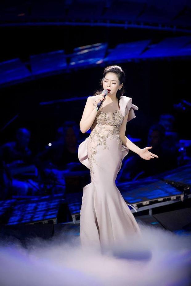 Chính vì vậy, nữ ca sĩ sẽ tiếp tục thực hiện thêm một liveshow tiếp theo tại Hà Nội. Cô hé lộ đây vẫn sẽ là một đêm nhạc có sự kết hợp của những ca khúc nhạc Trịnh còn lại trong album vừa phát hành cùng các nhạc sĩ nổi tiếng khác.