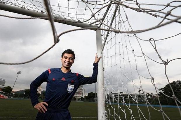 Trọng tài người Singapore đã thổi phạt đền U23 Việt Nam.