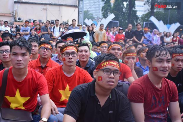 Ánh mắt của người hâm mộ vẫn luôn dõi theo đội tuyển Việt Nam.