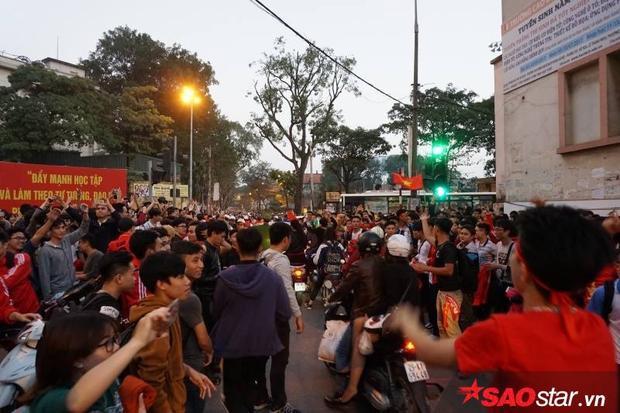 Đêm nay - đêm không ngủ của người dân Việt Nam nói chung và các bạn sinh viên yêu bóng đá nói riêng.