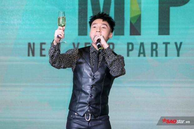 Sơn Tùng gửi lời cảm ơn đến fan, gia đình và e-kip.