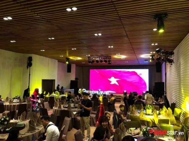 Không khí buổi tiệc cuối năm của Sơn Tùng.