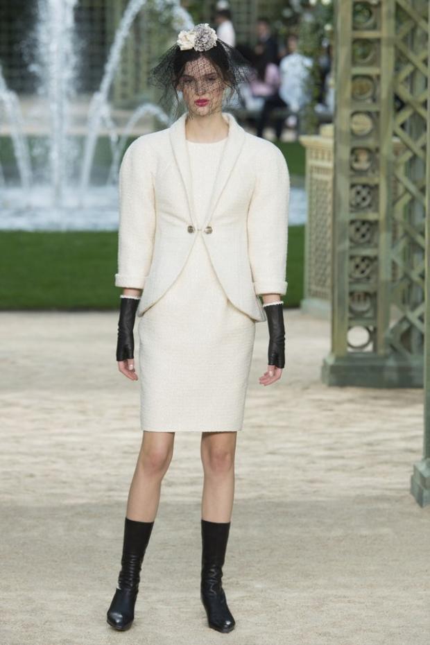 Xu hướng tay tổ kén (cocoon) tiếp tục được nhà mốt lừng danh nước Pháp lăng-xê trong tuần lễ thời trang Haute Couture xuân, hè 2018.