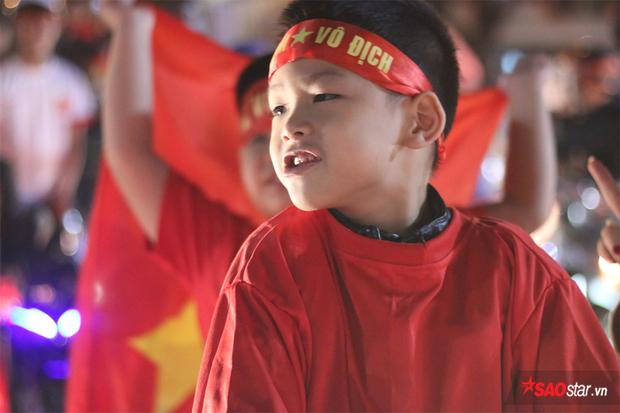 Thủ phủ cafe lần đầu 'nhuộm' kín cờ đỏ ngay khi U23 việt nam vào chung kết