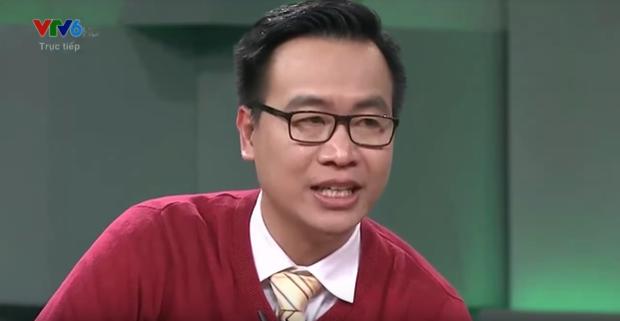 BLV Tạ Biên Cương cũng không kìm được cảm xúc. Đôi mắt anh đỏ hoe vì niềm hạnh phúc mà đội tuyển U23 Việt Nam mang tới.