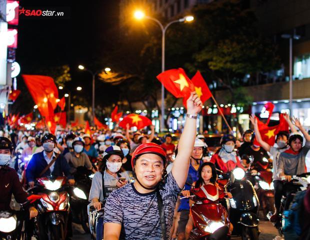 Ai cũng muốn hô vang 2 tiếng Việt Nam