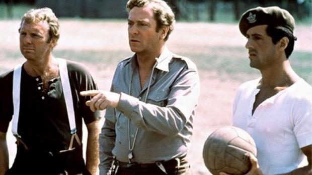 Tài tử Micheal Caine (ở giữa).