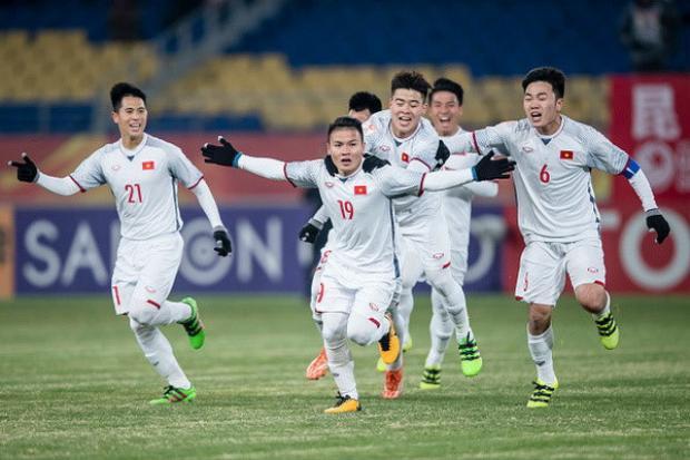 Hậu lùm xùm chiếm sóng Mai Vàng, Trường Giang không cầm được nước mắt trước chiến thắng của U23 Việt Nam