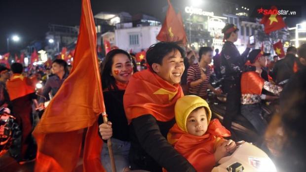 Cổ động viên nước ngoài choáng ngợp trước màn ăn mừng chiến thắng của U23 Việt Nam