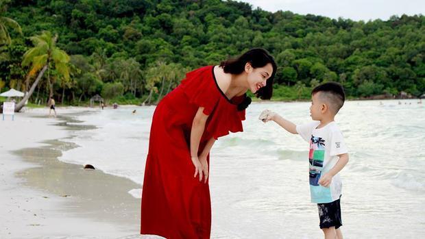 Chị Thanh Tuyền cùng con trai.
