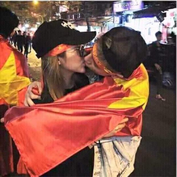 """Phí Ngọc Hưng tiếp tục hôn """"gái lạ"""""""