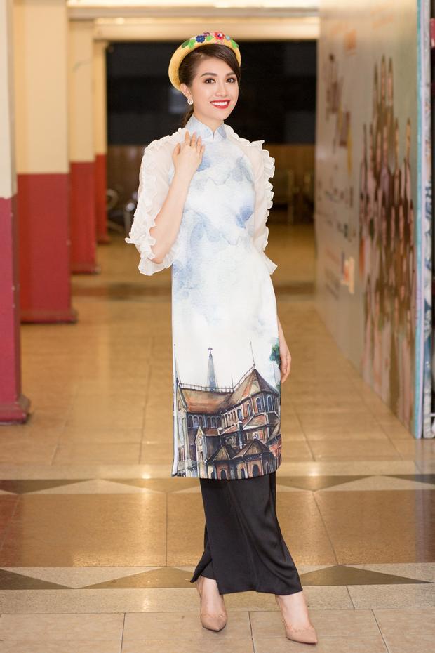 Đặc biệt, Lệ Hằng và H'Hen Niê vừa có chuyến từ thiện cùng nhau tại Phú Quốc. Họ trở nên thân thiết sau cuộc thi Hoa hậu hoàn vũ mà H'Hen Niê vừa đăng quang và Lệ Hằng từng có cơ hội làm host.