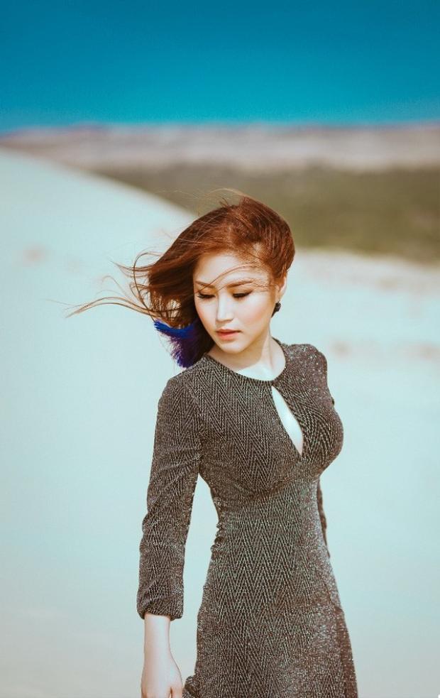 Ngốc là một sáng tác của nhạc sĩ Khắc Việt dành riêng cho Hương Tràm.