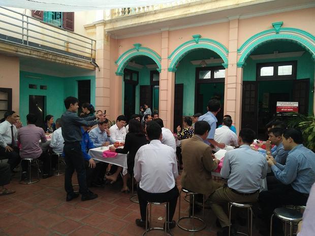 Nhiều người ghé thăm ngôi nhà của Đỗ Duy Mạnh.