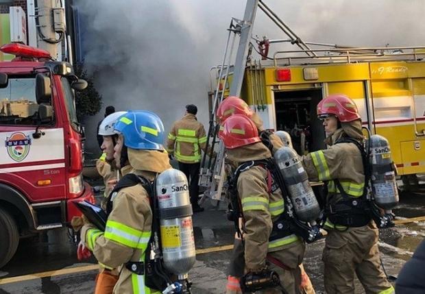 Vụ cháy khiến ít nhất 33 người thiệt mạng và 77 người bị thương.