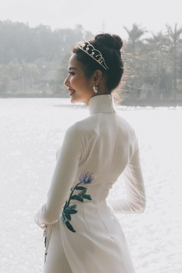Theo lịch trình, ngày 26/01, Hoàng Thùy sẽ đến thăm trường THPT Tĩnh Gia, thăm hỏi thầy cô và gặp gỡ các em học sinh ở đây, sau đó trở về TP.HCM tiếp tục các hoạt động cùng Hoa hậu Hoàn vũ Việt Nam.
