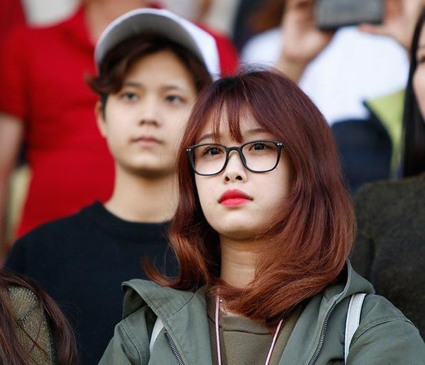 Bạn gái tin đồn của Văn Toàn là Trang Nhung. Cả hai chưa từng phủ nhận hay khẳng định bởi tiền vệ Văn Toàn không muốn chuyện tình yêu của mình gây ồn ào, ảnh hưởng đến cuộc sống riêng tư lẫn chuyên môn bóng đá.