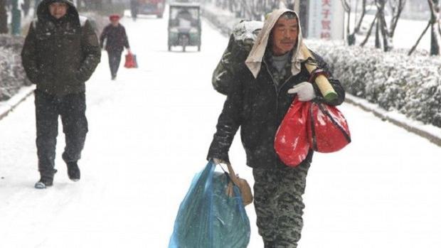 ÔngZhao Fangzi bắt đầu chuyến hành trình từ nhà ga Lạc Dương về huyện Mạnh Tân, tỉnh Hà Nam.