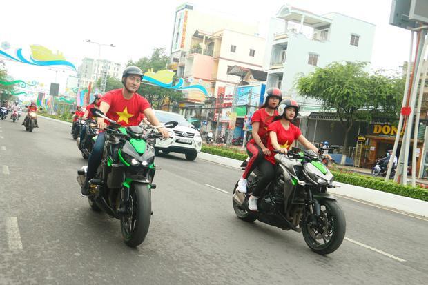 Hòa trong không khí cả nước, Nguyễn Phi Hùng cũng như nhiều ca sĩ khác đang háo hức chờ trận chung kết của U23 Việt Nam.