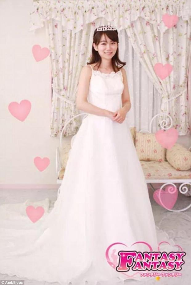 Với 4.000 USD, môt người đàn ông Nhật Bản có thể tổ chức một đám cưới trong mơ với Asuka Hoshino.