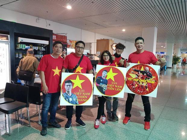 Hoàng Bách, Bình Minh cùng dàn sao Việt sang Trung Quốc cổ vũ tinh thần U23 Việt Nam