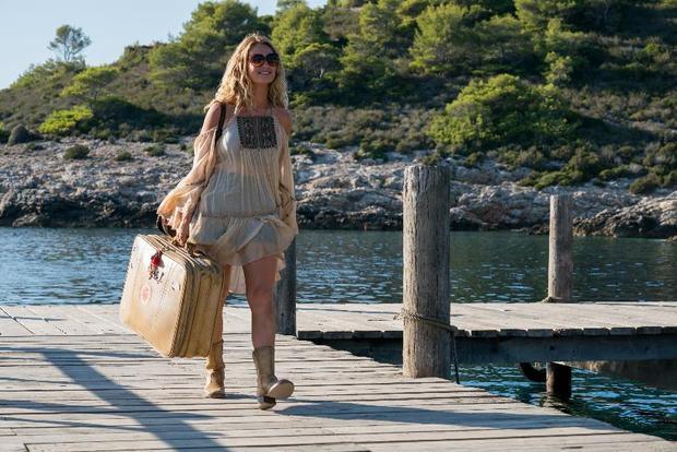 Tháng 7 tới đây, cô sẽ trở lại màn ảnh rộng với vai diễn Donna trẻ trongMamma Mia!: Yêu lần nữa, đóng cùng với dàn diễn viên gạo cội như Meryl Streep và Colin Firth.