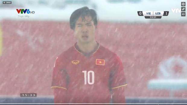 Mưa tuyết và nền nhiệt âm độ khiến các cầu thủ gặp khó khăn khi thi đấu.