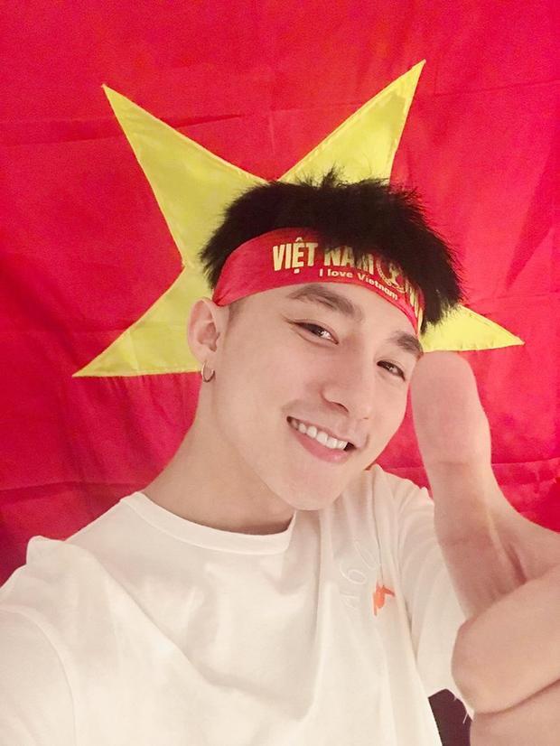 Với Sơn Tùng, U23 Việt Nam đã làm nên những cảm xúc thật tuyệt vời, những khoảnh khắc không thể quên, niềm hạnh phúc chưa bao giờ chúng ta có được. Nam ca sĩ sẽ có mặt và đón các tuyển thủ Việt Nam trong đêm gala ngày mai (28/1).