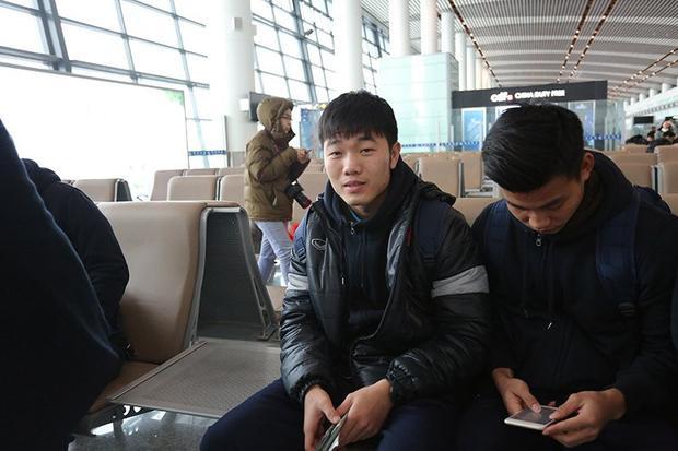 Hình ảnh các cầu thủ của U23 Việt Nam thân yêu trên chuyên cơ về nước đang được nhiều người mong ngóng