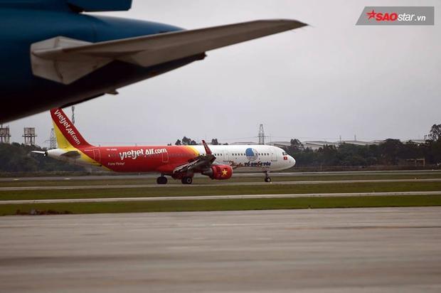 """Cận cảnh chiếc máy bay trở theo những """"người hùng"""" về nước."""