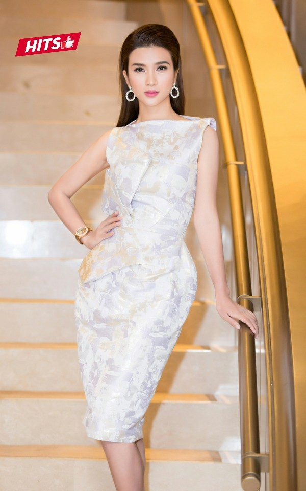 Tuần này là 1 trong những lần hiếm hoi Kim Tuyến diện đẹp trên thảm đỏ. Nữ diễn viên lựa chọn 1 chiếc váy phồng, gam màu pastel nhẹ nhàng của NTK Phương My. Người đẹp cũng phối cùng phụ kiện hoa tai đơn giản khiến tổng thể thêm phần nổi bật. Cứ thanh lịch, nhẹ nhàng thế này, Kim Tuyến thật sự vô cùng xinh đẹp.