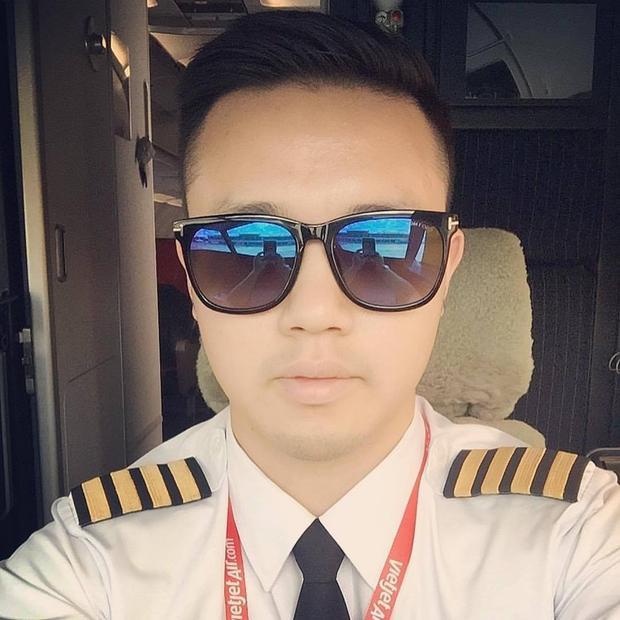 Cơ trưởng điển trai lái chuyên cơ đưa đội tuyển U23 Việt Nam về nước là ai?