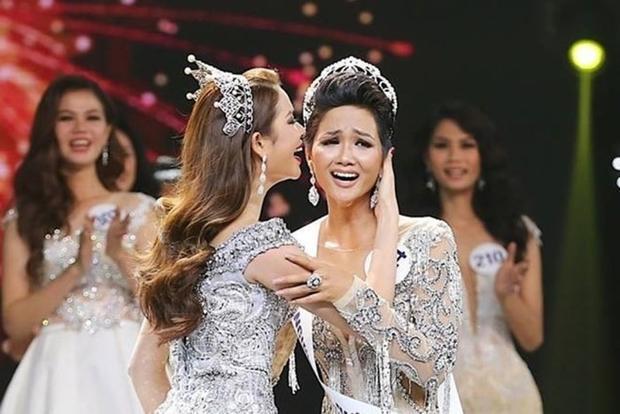 Hoa hậu Hoàn vũ.