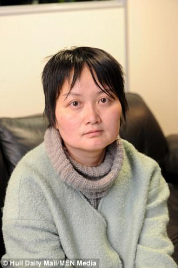 Cô Wang vô cùng bối rối khi bị bắt ở một tuyến đường cao tốc của Mỹ do lái xe quá chậm.