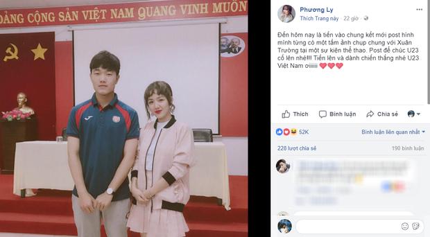 Phương Ly từng khoe trên trang cá nhân bức hình trước đây cô được chụp cùng Xuân Trường. Trong ảnh, chàng trai mắt híp Hàn Quốc của đội tuyển Việt Nam có dáng đứng và biểu cảm rất nghiêm túc.