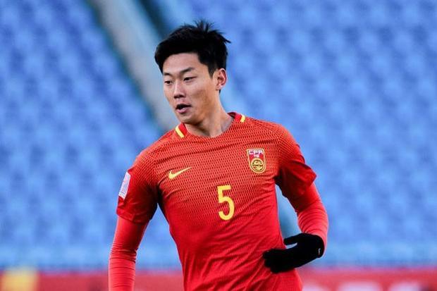 Trung vệ: Gao Zhunyi (U23 Trung Quốc). Sự xuất hiện của Zhunyi trong đội hình tiêu biểu của giải đấu khiến không ít người bất ngờ, vì anh thi đấu không quá nổi bật. Mặt khác, U23 Trung Quốc cũng bị loại ngay từ vòng đấu bảng.