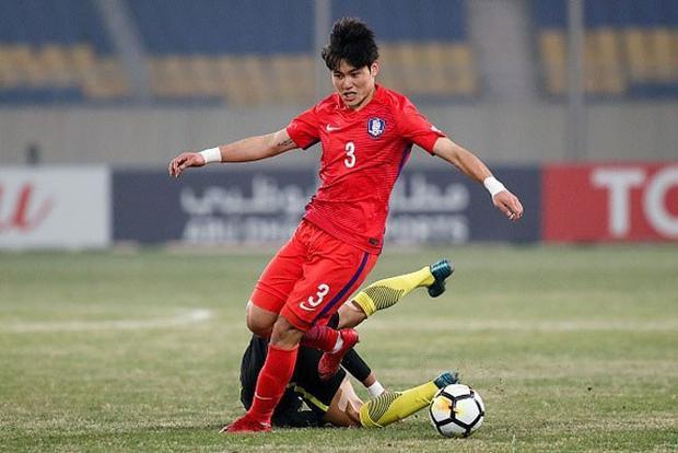 Hậu vệ trái: Seo Young-jae (U23 Hàn Quốc). Ở giải đấu vừa qua, Young-jae thể hiện phong độ rất xuất sắc. Không chỉ phòng ngự chắc chắn, anh còn thường xuyên lên tham gia tấn công và không ít lần khiến hàng thủ đối phương phải vất vả cản phá.