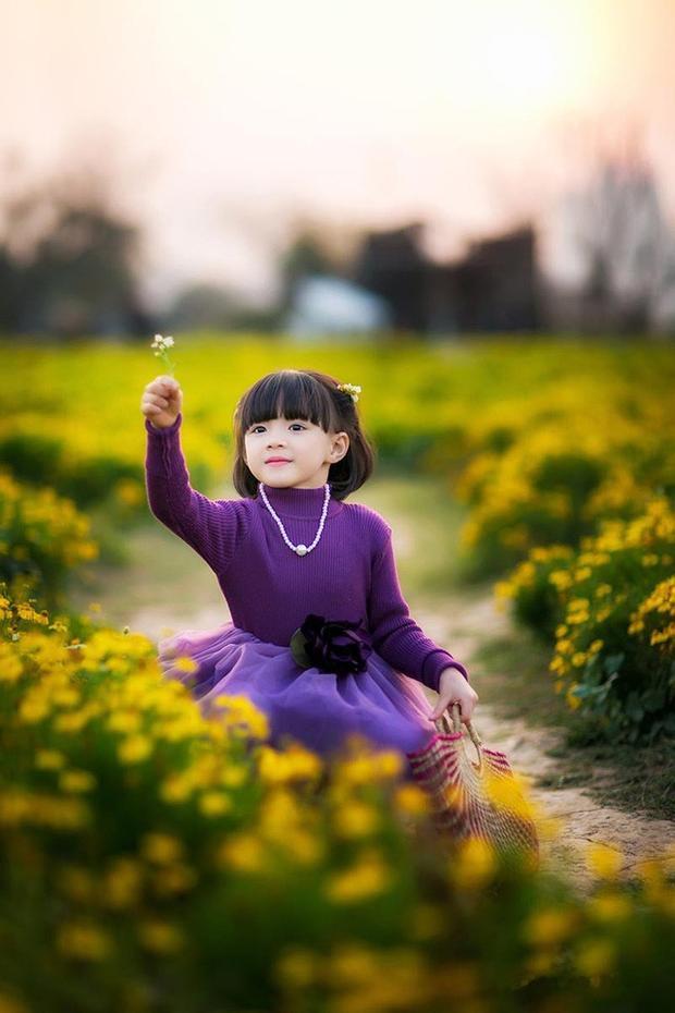 Bộ ảnh đón Tết cực đáng yêu của cô bé 6 tuổi khiến dân mạng xao xuyến